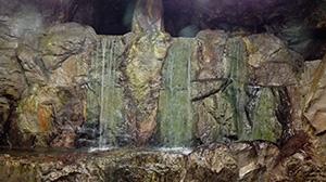 坑内に湧く地下水